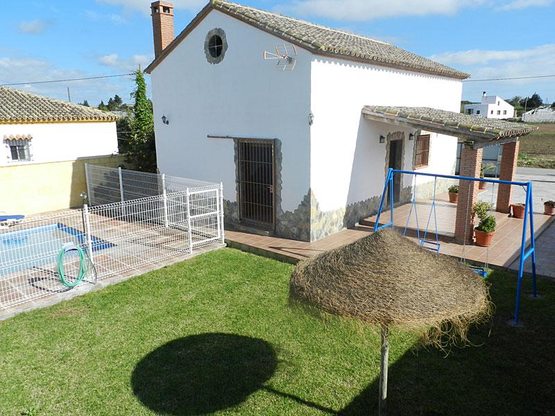 Casa carmen casas rurales con piscina y jacuzzi en for Casas con piscina en conil